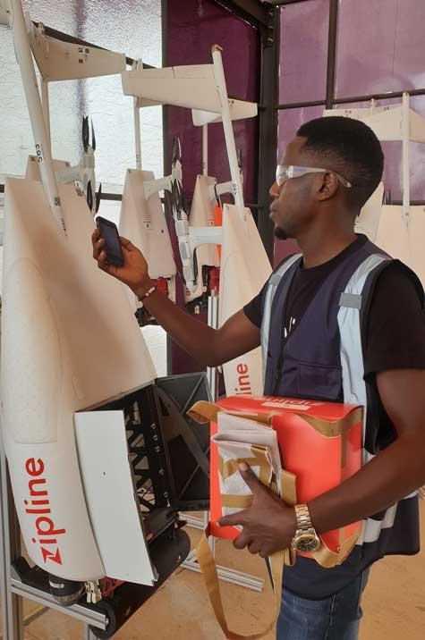 L'entreprise Zipline propose depuis 2016 la livraison de sang par drone. Un service public en partenariat avec le gouvernement Rwandais.